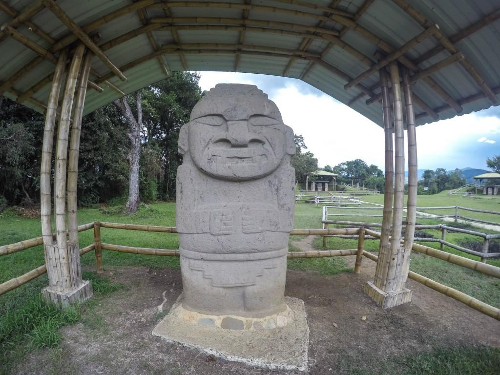 Steinskulptur von San Agustin.