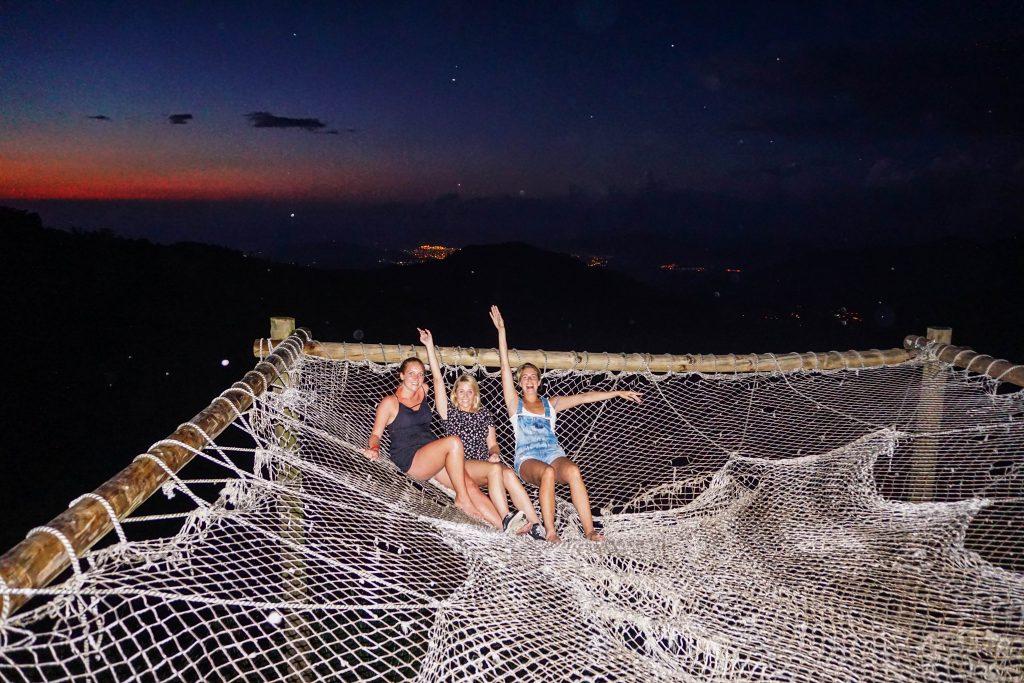 Meine Reisekolleginnen in Minca auf der Riesen-Hängematte :)